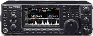 A photo of the IC-7600. The VFO is tuned to 7.076 lsb and the spectrum display is active.