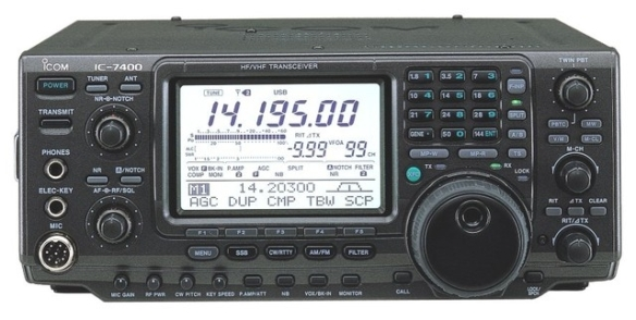 Picture of Icom IC-7400 with frequency reading 14.195 mhz